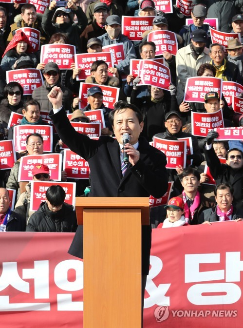 Opposition party's Kim to run in leadership race