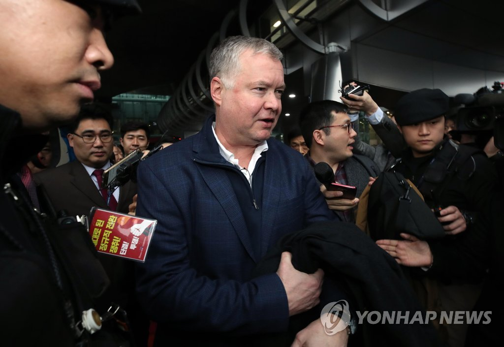 Stephen Biegun, the U.S. envoy for North Korea, arrives at Incheon International Airport, west of Seoul, on Feb. 3, 2019, to hold talks with his North Korean counterpart to prepare for a second summit between Washington and Pyongyang slated for late this month. (Yonhap)