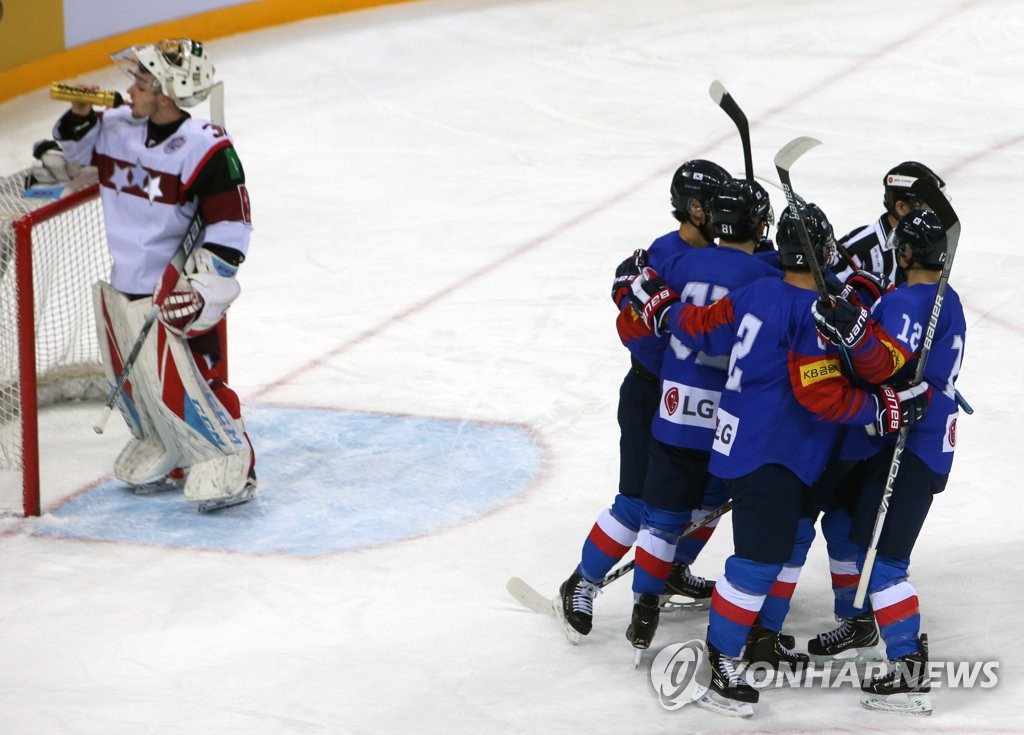 South Korean players celebrate their first goal against Latvia in the first period of the opening match of the Legacy Cup men's hockey tournament at Gangneung Hockey Centre in Gangneung, 230 kilometers east of Seoul, on Feb. 6, 2019. (Yonhap)