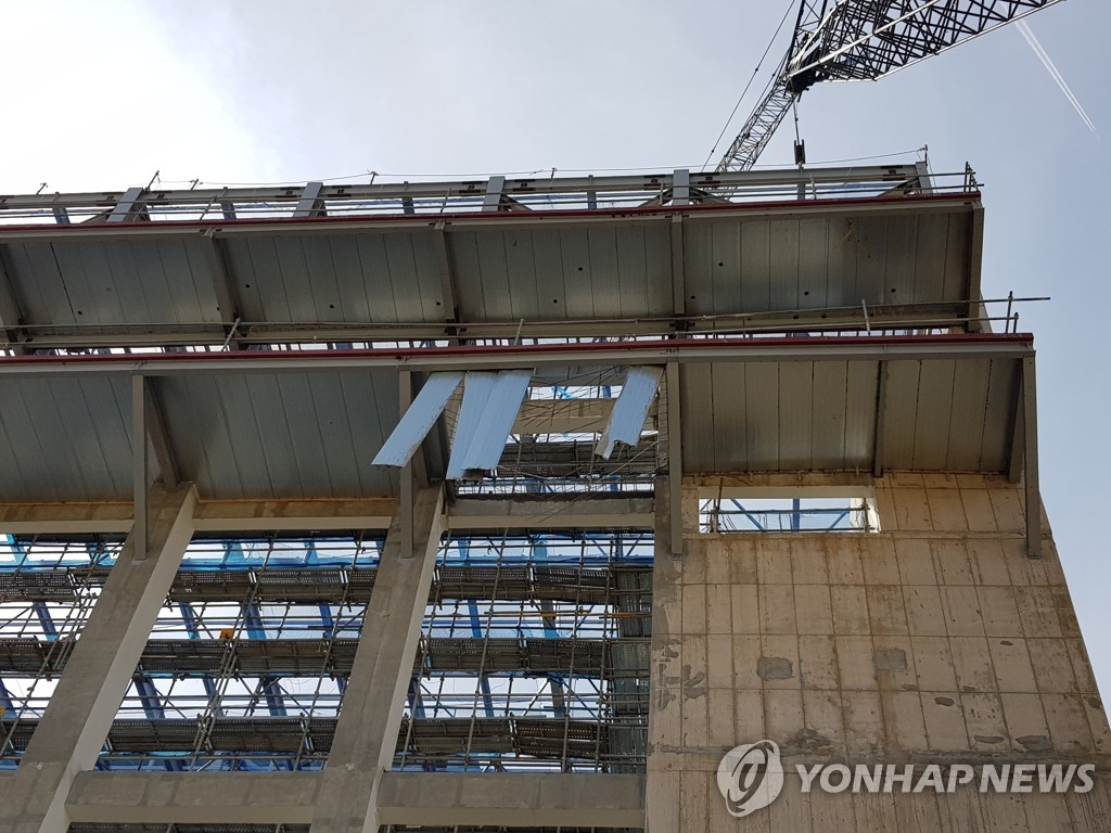 This photo shows the construction site of a new town in Andong, some 260 km south of Seoul, where three construction workers fell to their deaths on March 18, 2019. (Yonhap)