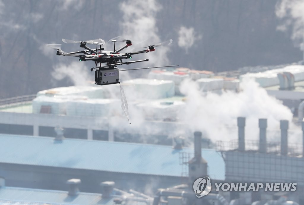 A drone flies to collect data on fine dust at an industrial complex in Ansan, south of Seoul, in this file photo taken March 21, 2019. (Yonhap)