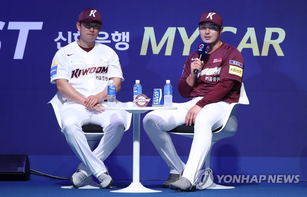 Park Byung-ho of the Kiwoom Heroes (R) speaks during the Korea Baseball Organization media day in Seoul on March 21, 2019. (Yonhap)