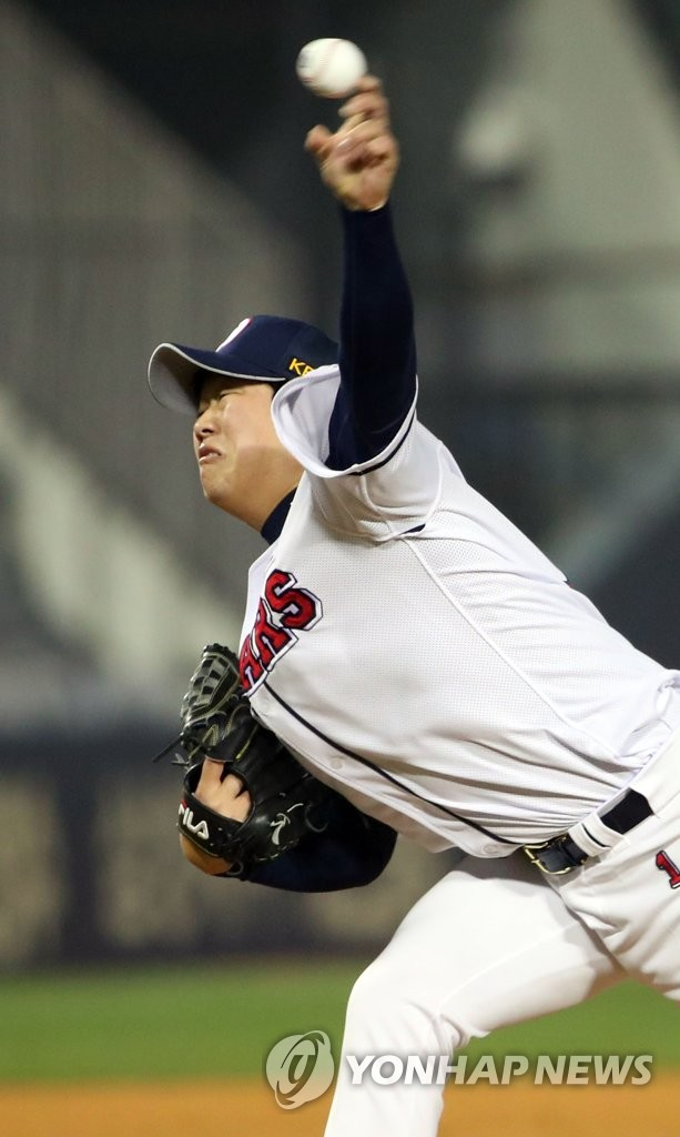 In this file photo from March 27, 2019, Ham Deok-ju of the Doosan Bears throws a pitch against the Kiwoom Heroes in the top of the ninth inning of a Korea Baseball Organization regular season game at Jamsil Stadium in Seoul. (Yonhap)