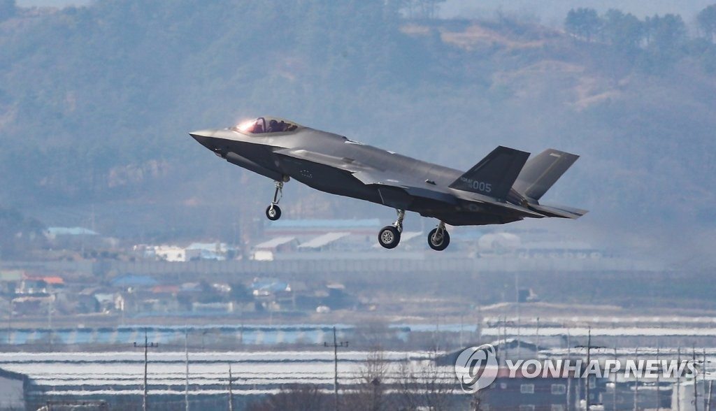 In this file photo, taken March 29, 2019, a U.S. F-35A stealth fighter jet arrives at an air base in Cheongju, 140 kilometers southeast of Seoul. It is one of a pair of the jets that South Korea received on the day, part of the 40 that South Korea agreed to buy in a 2014 contract. (Yonhap)