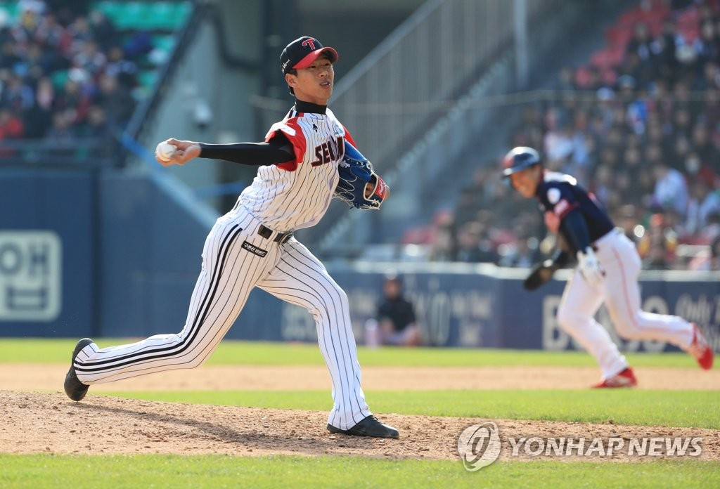 In this file photo from March 31, 2019, Jung Woo-young of the LG Twins throws a pitch against the Lotte Giants in the top of the seventh inning of a Korea Baseball Organization regular season game at Jamsil Stadium in Seoul. (Yonhap)