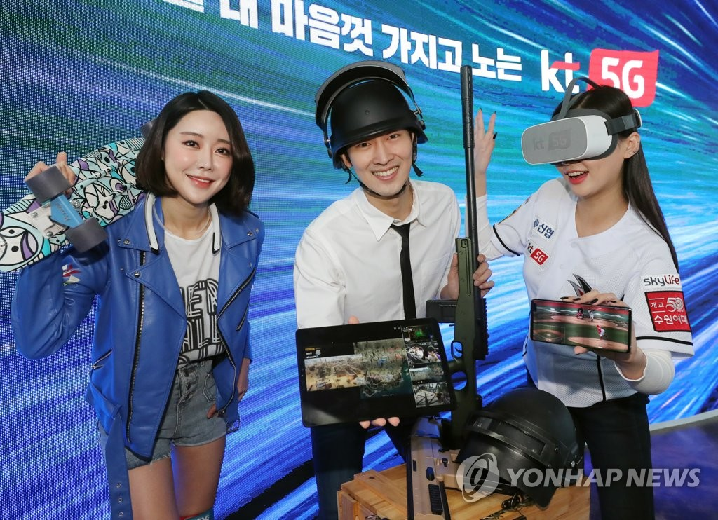 Models introduce various 5G services available on smarpthones during a showcase event held at KT Corp's headquarters in Seoul on April 2, 2019. (Yonhap)