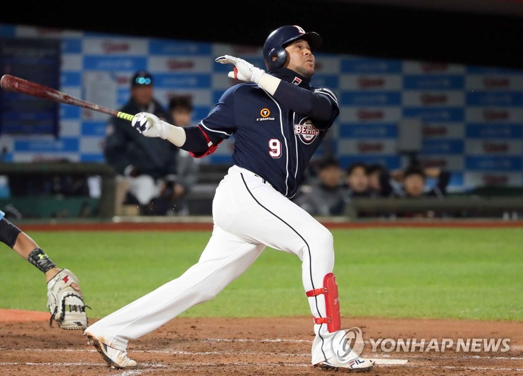 In this file photo from April 11, 2019, Jose Miguel Fernandez of the Doosan Bears takes a swing against the Lotte Giants in the top of the third inning of a Korea Baseball Organization regular season game at Sajik Stadium in Busan, 450 kilometers southeast of Seoul. (Yonhap)