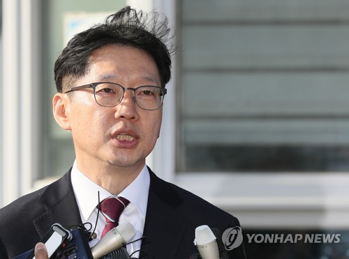 (3rd LD) Moon's confidant released on bail after detention over opinion rigging