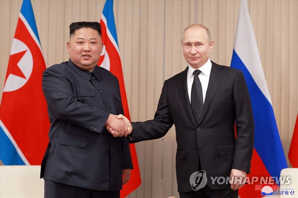 This photo, published by North Korea's Korean Central News Agency, shows North Korean leader Kim Jong-un (L) meeting with Russian President Vladimir Putin in Vladivostok, Russia on April 25, 2019. (Yonhap) (For Use Only in the Republic of Korea. No Redistribution.)