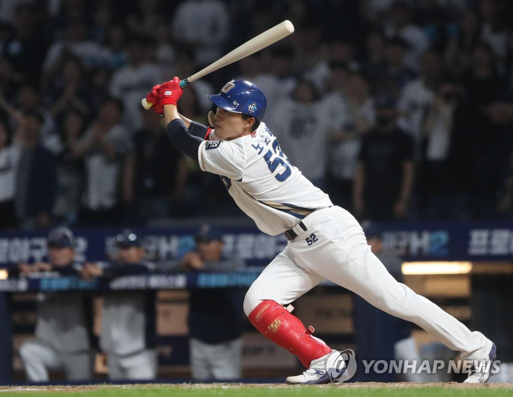 In this file photo from May 16, 2019, No Jin-hyuk of the NC Dinos gets a base hit against the SK Wyverns in the bottom of the seventh inning of a Korea Baseball Organization regular season at Changwon NC Park in Changwon, 400 kilometers southeast of Seoul. (Yonhap)