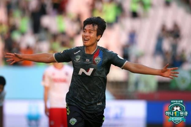 In this file photo provided by the K League on June 3, 2019, Lee Dong-gook of Jeonbuk Hyundai Motors celebrates his goal against Sangju Sangmu during a K League 1 match on June 2, 2019, at Jeonju World Cup Stadium in Jeonju, 240 kilometers south of Seoul. (PHOTO NOT FOR SALE) (Yonhap)