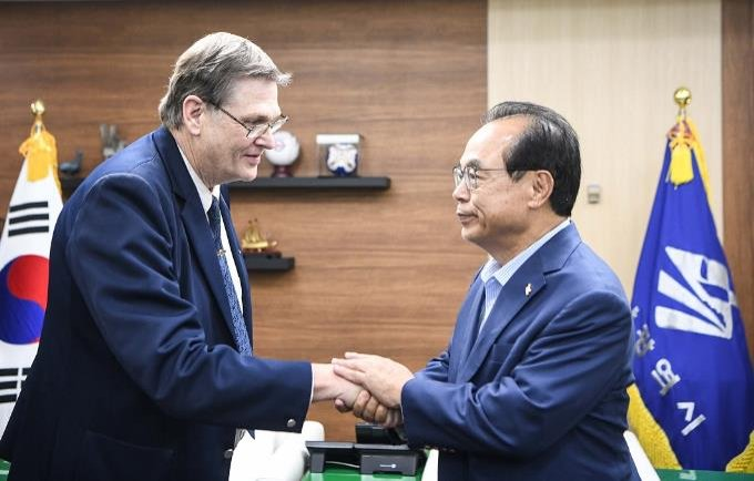 Busan mayor meets IESF chief