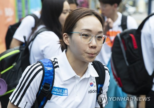 South Korean swimmer Kim Seo-yeong arrives at the athletes' village for the FINA World Championships in Gwangju, 330 kilometers south of Seoul, on July 17, 2019. (Yonhap)