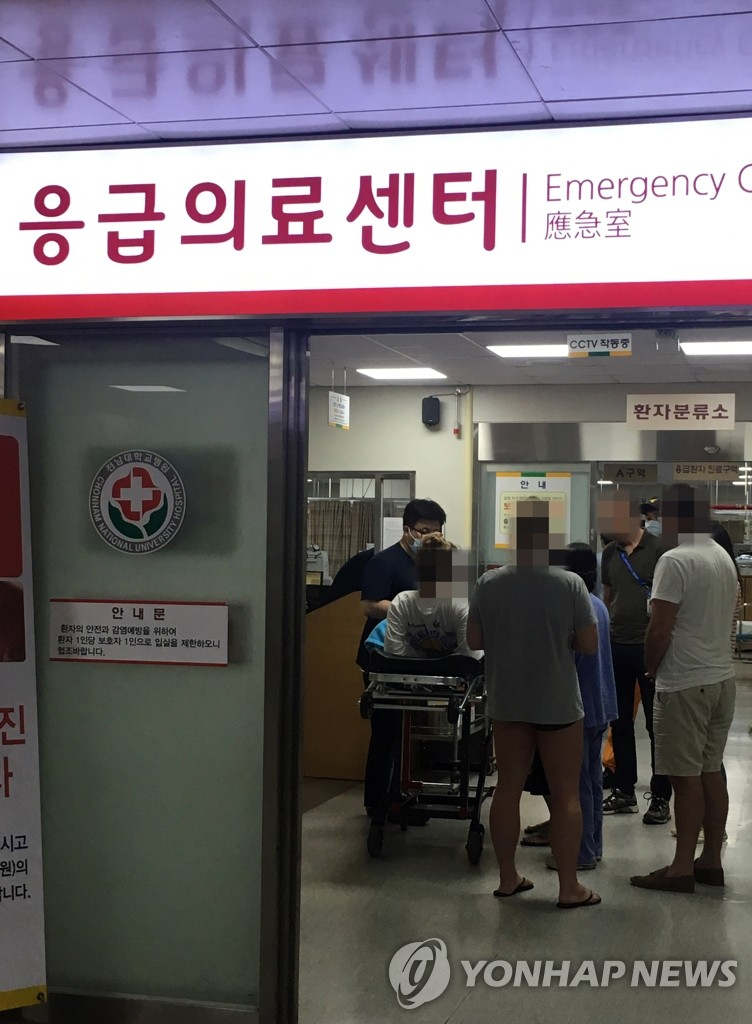 A foreign athlete receives treatment at an emergency room at a hospital after sustaining injuries from a loft collapse inside a nightclub in Gwangju, some 330 kilometers south of Seoul, on July 27, 2019. (Yonhap)