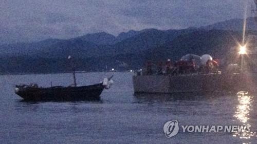북한 소형목선, 동해 NLL 월선… 합참 예인