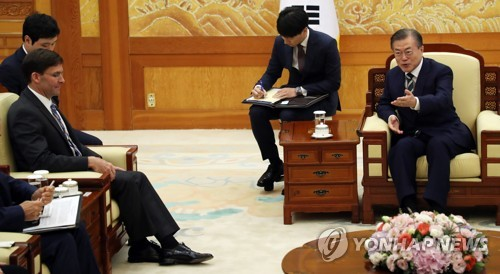(LEAD) Moon, Pentagon chief discuss trilateral security cooperation with Japan: official