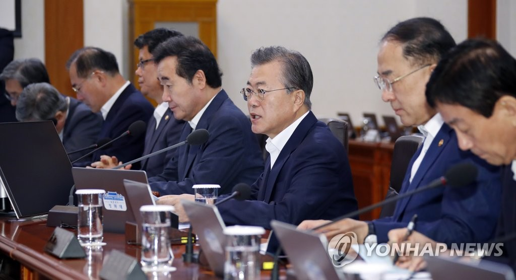 President Moon Jae-in (C) presides over a Cabinet meeting at his office Cheong Wa Dae in Seoul on Aug. 13, 2019. (Yonhap)