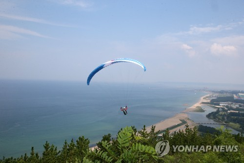 Paragliding competition in Pohang