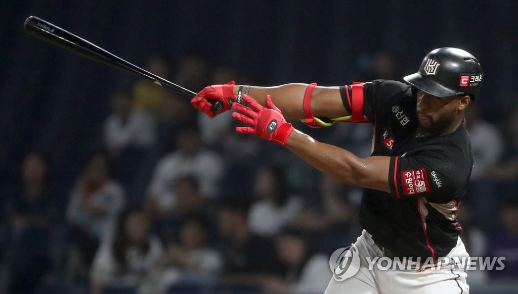 In this file photo from Aug. 27, 2019, Mel Rojas Jr. of the KT Wiz hits a single against the NC Dinos in the top of the eighth inning of a Korea Baseball Organization regular season game at Changwon NC Park in Changwon, 400 kilometers southeast of Seoul. (Yonhap)
