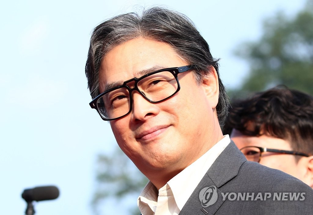 South Korean director Park Chan-wook poses for photographers on the red carpet of the 2019 Seoul International Drama Awards at the Peace Hall of Kyunghee University on Aug. 28, 2019. (Yonhap)