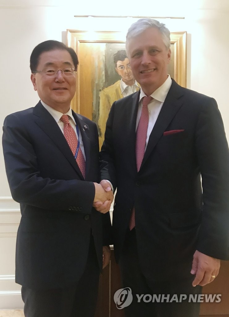 This photo shows Chung Eui-yong (L), director of Cheong Wa Dae's national security office, meeting with U.S. National Security Adviser Robert O'Brien in New York on Sept. 24, 2019. (Yonhap)