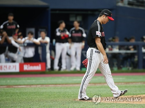 Young reliever going through trial by fire in KBO postseason