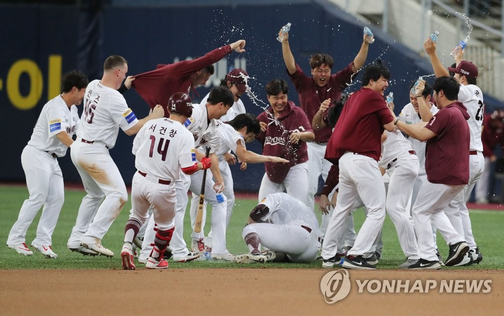 Members of the Kiwoom Heroes celebrate their 5-4, extra-inning victory over the LG Twins in Game 2 of the Korea Baseball Organization first round playoff series at Gocheok Sky Dome in Seoul on Oct. 7, 2019. (Yonhap)