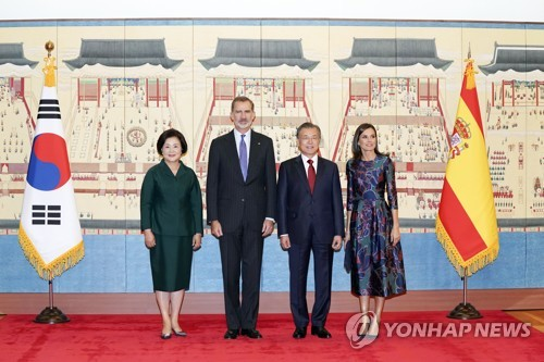 President welcomes Spanish royals at Cheong Wa Dae