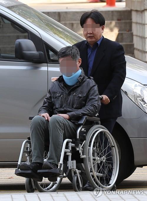 조국 전 장관 동생, 휠체어 타고 영장실질심사 출석