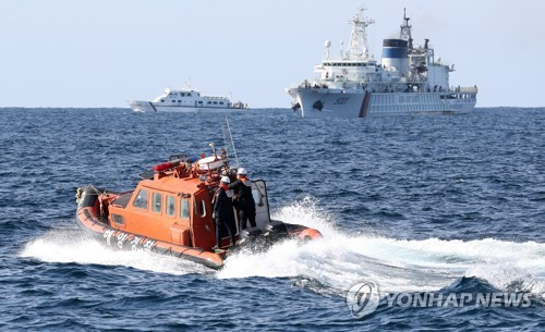 (LEAD) 2 bodies retrieved in Dokdo chopper crash transported to Ulleung Island