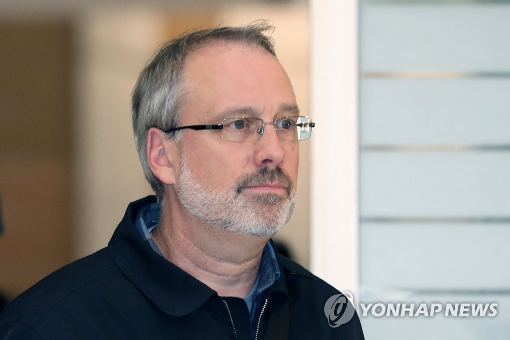 This photo, taken on Nov. 5, 2019, shows James DeHart, the top U.S. negotiator in defense cost-sharing talks with South Korea, arriving at Incheon International Airport, west of Seoul. (Yonhap)