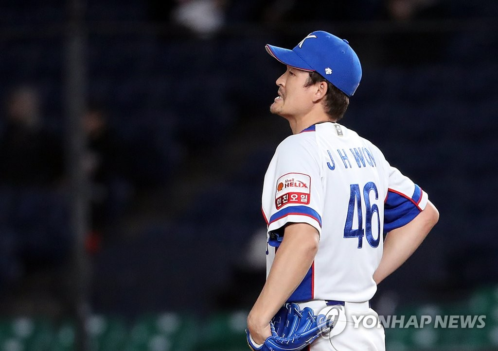 South Korean pitcher Won Jong-hyan reacts after giving up a three-run home run to Chen Chun-Hsiu of Chinese Taipei during the top of the seventh inning of the teams' Super Round game at the World Baseball Softball Confederation (WBSC) Premier12 at ZOZO Marine Stadium in Chiba, Japan, on Nov. 12, 2019. (Yonhap)