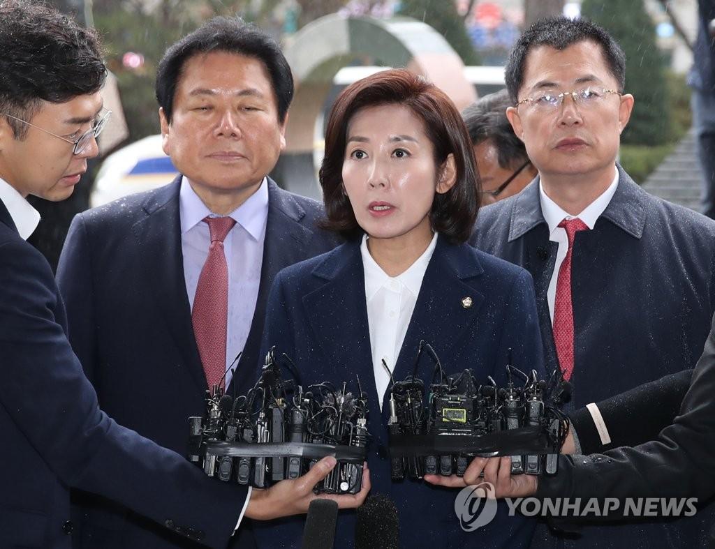"""검찰 출석 나경원 """"자유민주주의를 지켜내겠다"""""""