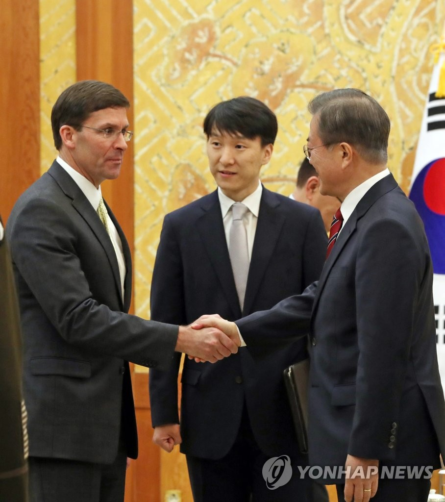 Moon meets U.S. defense chief