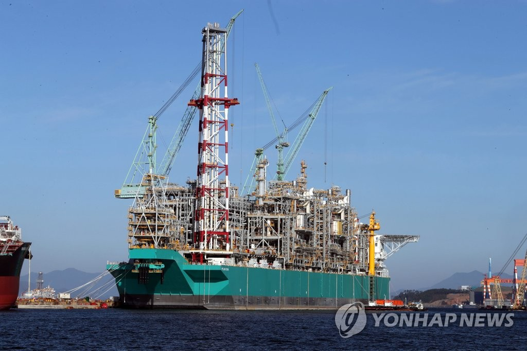 This photo, provided by Samsung Heavy Industries Co., shows a floating liquefied natural gas (FLNG) vessel at its shipyard on the country's southeastern Geoje Island on Nov. 27, 2019. (PHOTO NOT FOR SALE) (Yonhap)