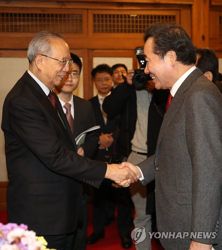 PM meets Chinese, Korean bizmen