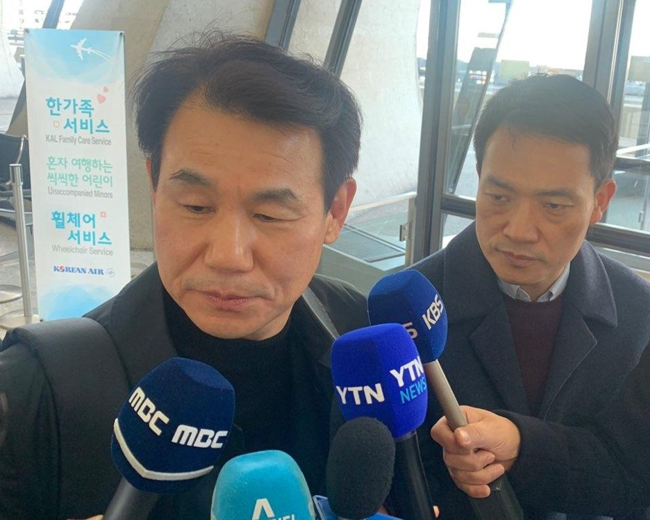 Jeong Eun-bo, South Korea's top negotiator in defense cost-sharing talks with the United States, speaks to the press at Dulles International Airport, just outside Washington, on Dec. 5, 2019. (Yonhap)