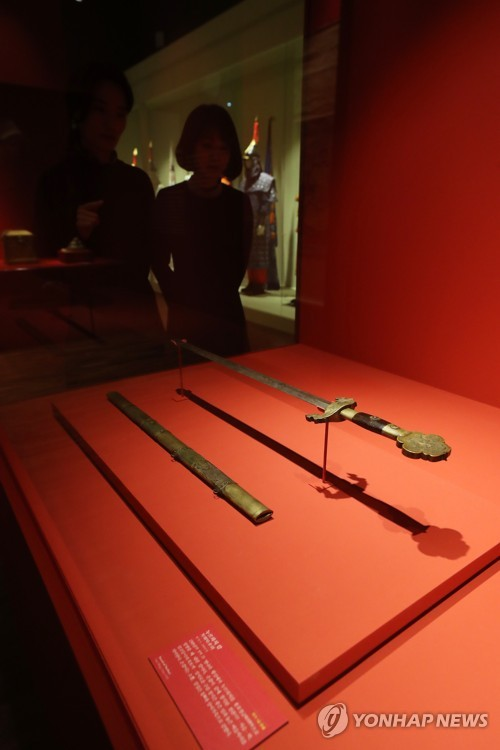 Qing Dynasty relics on display
