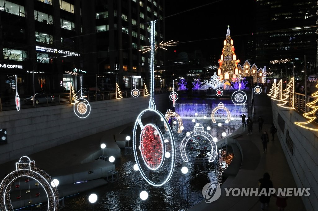 This Dec. 12, 2019, file photo shows Christmas decorations lighting up the Cheonggye Stream in central Seoul. (Yonhap)
