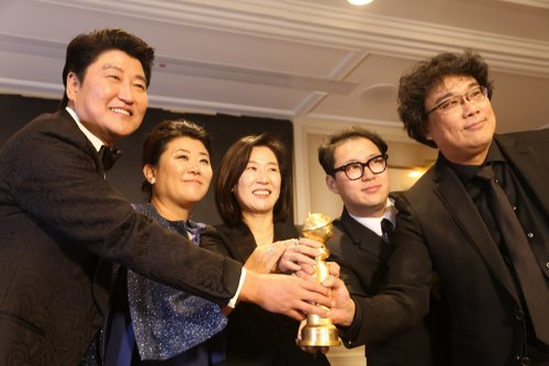 (LEAD) 'Parasite' picks up 2 titles at Critics' Choice Awards