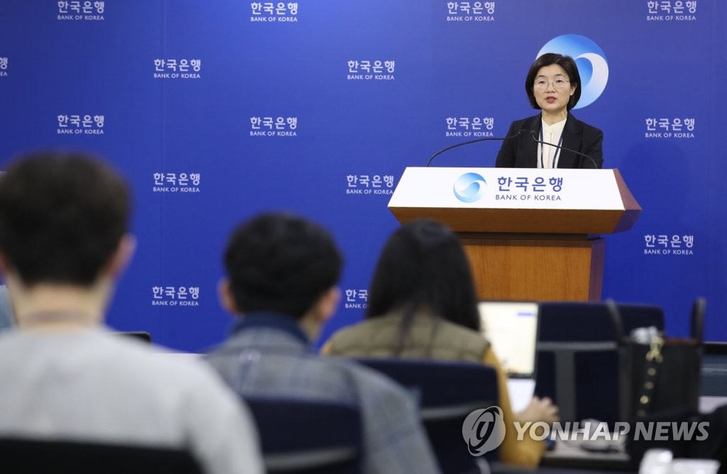 Moon So-sang (at podium), head of the monetary and financial statistics division at the Bank of Korea, holds a press briefing at the South Korean central bank in Seoul on Jan. 7, 2020. (Yonhap)