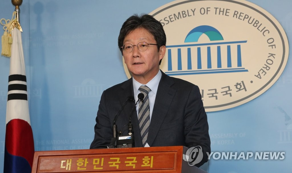 Rep. Yoo Seong-min, a conservative lawmaker spearheading a merger of his new party with the main opposition LKP, speaks during a press briefing at the National Assembly in Seoul on Feb. 9, 2020. (Yonhap)