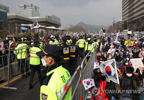 Massive rally in Seoul despite coronavirus