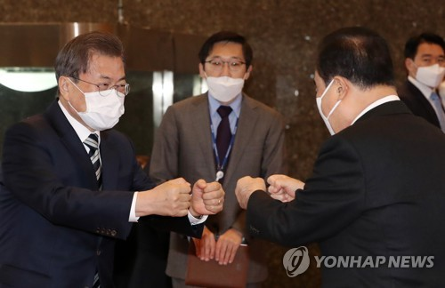 Moon visits Nat'l Assembly