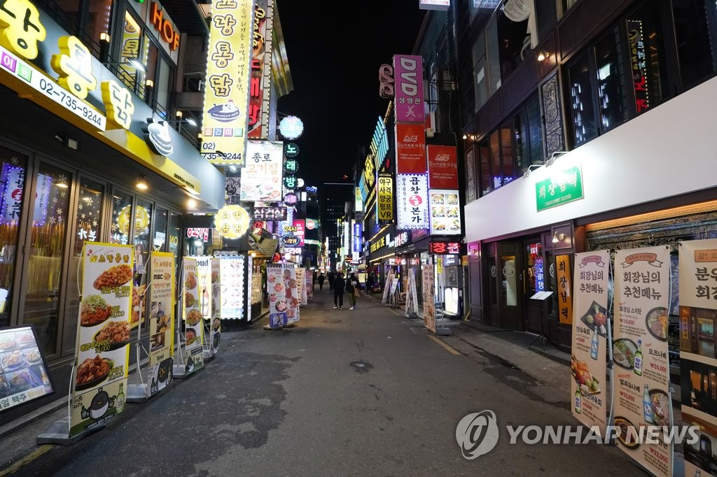 A street in Jongno, one of the busiest districts in Seoul, is mostly empty on March 4, 2020, amid concerns over the new coronavirus. (Yonhap)