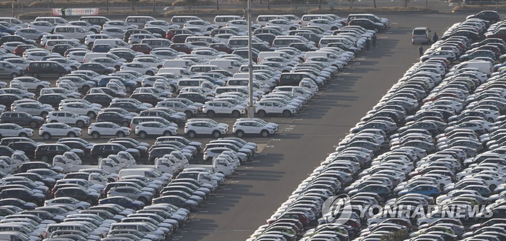 This photo taken March 18, 2020, shows vehicles waiting to be shipped for exports at the port that belongs to Hyundai Motor's plant in Ulsan, 414 kilometers southeast of Seoul. (Yonhap)