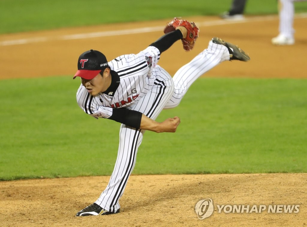 In this file photo from May 12, 2020, Jung Woo-young of the LG Twins pitches against the SK Wyverns in a Korea Baseball Organization regular season game at Jamsil Stadium in Seoul. (Yonhap)