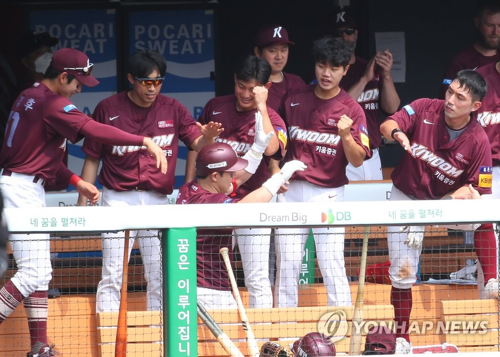 Members of the Kiwoom Heroes celebrate a solo home run by Park Dong-won (C, in helmet) during a Korea Baseball Organization regular season game at Jamsil Stadium in Seoul on May 17, 2020. (Yonhap)