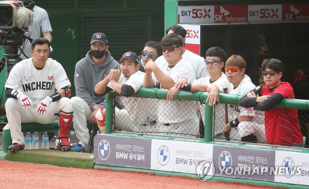 In this file photo from May 17, 2020, members of the SK Wyverns watch their teammates in action against the NC Dinos during a Korea Baseball Organization regular season game at SK Happy Dream Park in Incheon, 40 kilometers west of Seoul. (Yonhap)