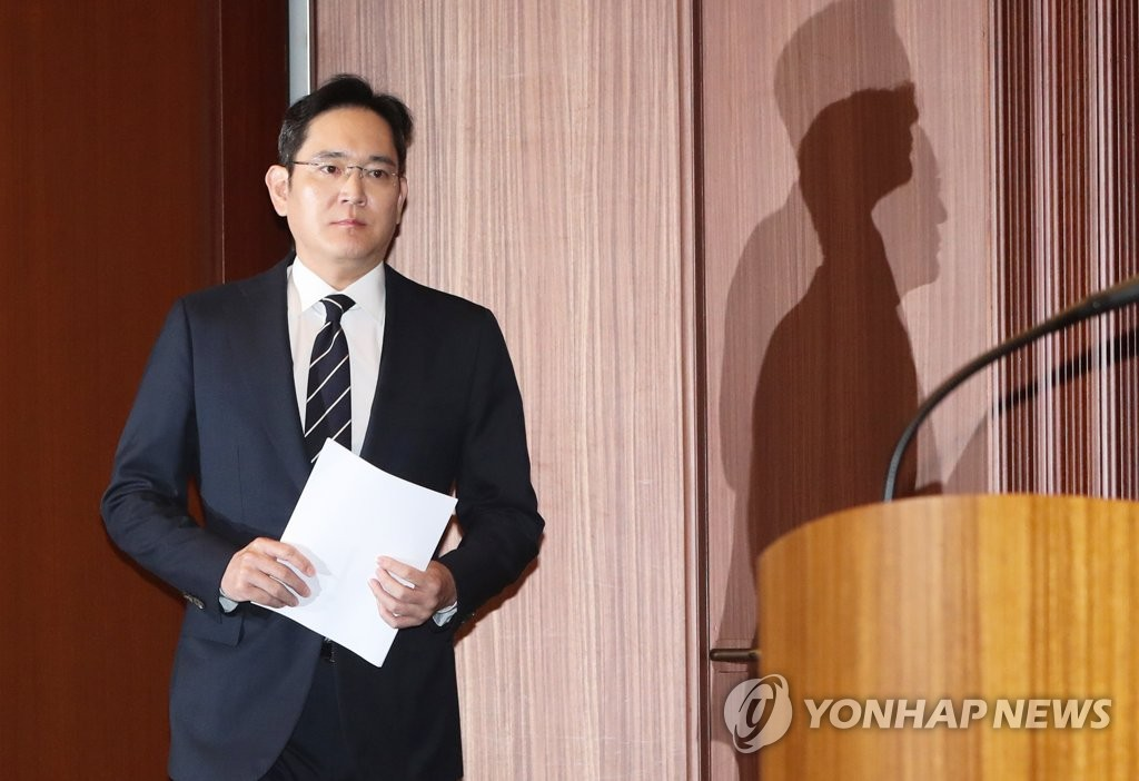 This photo, taken on May 6, 2020, shows Samsung Electronics Vice Chairman Lee Jae-yong, de facto leader of Samsung Group, preparing for his press conference at the company's office building in Seoul. (Yonhap)